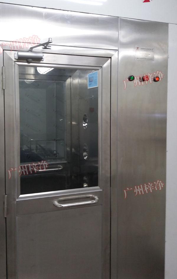 防爆型风淋室采用全304不锈钢制作