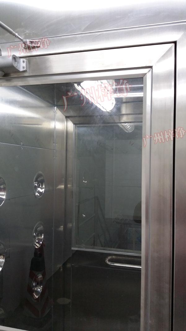 防爆型风淋室照明灯采用了防爆灯