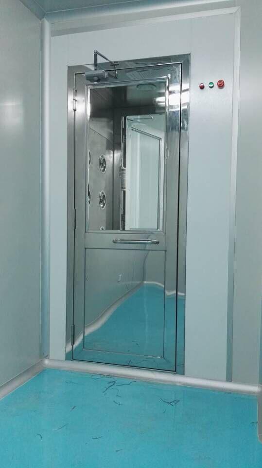 单人风淋门是人员进出无尘室所必需的通道.
