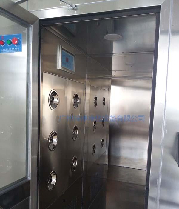 风淋室控制器安装在全不锈风淋室内部