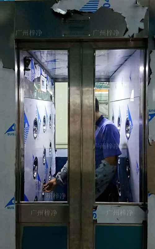 内置自动门风淋室工作区