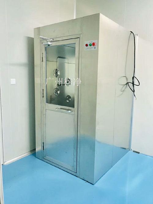 风淋室安装于洁净室与非洁净室之间的隔墙处