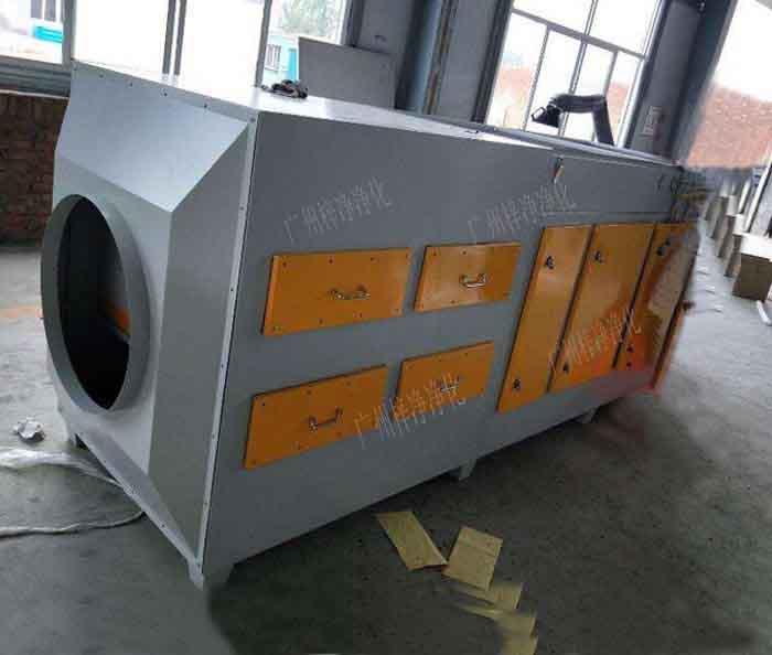 空气过滤箱也叫净化过滤风箱或者新风过滤箱,空气过滤箱