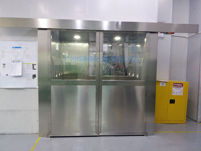 自动感应货淋室内设有两级过滤器