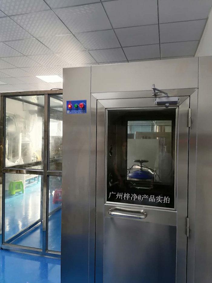 风淋室可依据应用目标不一样可分成:人淋室,货淋室,风淋通道,货淋安全通道。